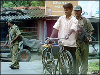 Sri Lankan troops on patrol