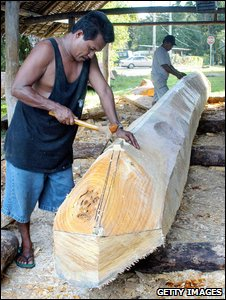 Islander carves traditional dugout canoe